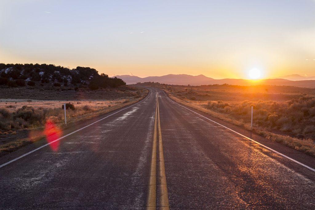 La importancia de realizar Riego de Ligas en la construcción de carreteras